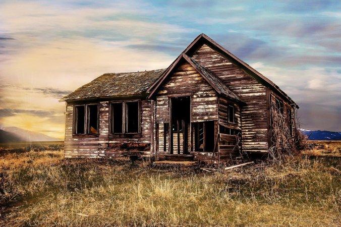 old-farmhouse-2535919_1280.jpg