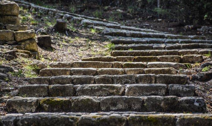 stairway-4126514_1920.jpg